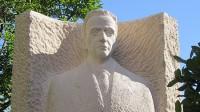 La Junta Municipal de Vallecas recupera la escultura de Amós Acero