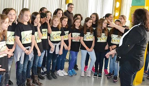 El Coro Al Alba actuó con los Niños del CEIP Madrid Sur en la Biblioteca Pública de Vallecas